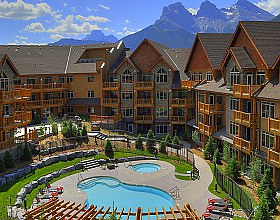 Stoneridge mountain resort courtyard